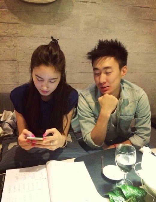 Nong Poy khoe hình hẹn hò bạn trai đẹp hơn hoa