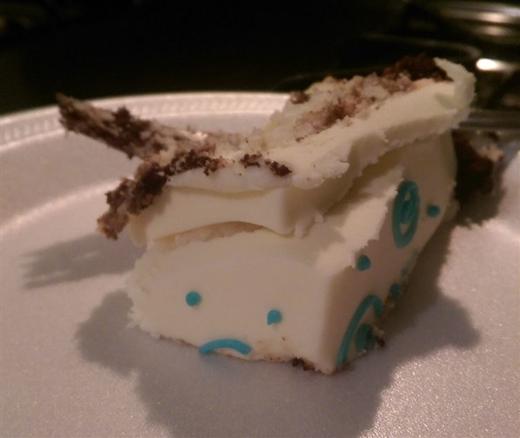 Miếng bánh không nghĩ ra được lý do gì để ăn mừng