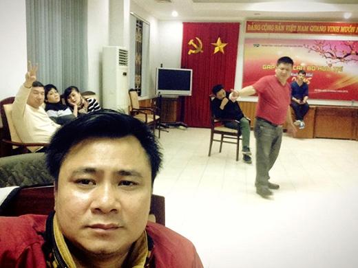 Nghệ sĩ Chí Trung đang khớp phần diễn với Xuân Bắc, Quốc Khánh. - Tin sao Viet - Tin tuc sao Viet - Scandal sao Viet - Tin tuc cua Sao - Tin cua Sao