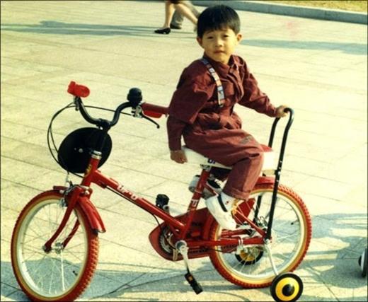Cậu bé khôi ngôKim Hyun Joong (1992)