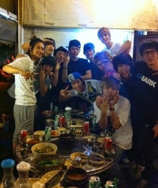 Bạn cùng thực tập chung với Block B và B1A4 (2011)