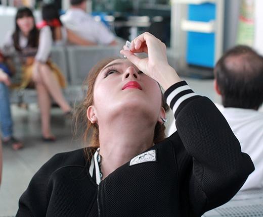 Hotgirl Lilly Luta vừa xuất ngoại đã viêm mắt nặng
