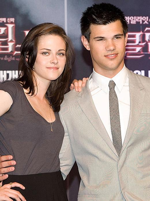 """Kristen Stewart và """"người sói"""" Taylor Lautner tái hợp"""