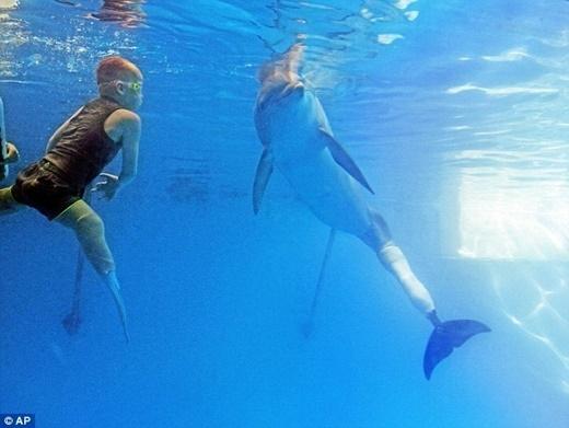 Winter bơi lội cùng các em nhỏ khuyết tật - Tin sao Viet - Tin tuc sao Viet - Scandal sao Viet - Tin tuc cua Sao - Tin cua Sao