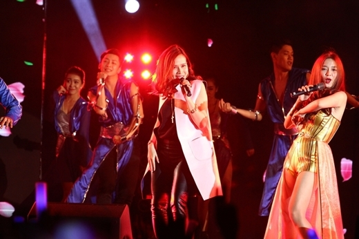 Lưu Hương Giang khoe dáng nóng bỏng trên sân khấu - Tin sao Viet - Tin tuc sao Viet - Scandal sao Viet - Tin tuc cua Sao - Tin cua Sao