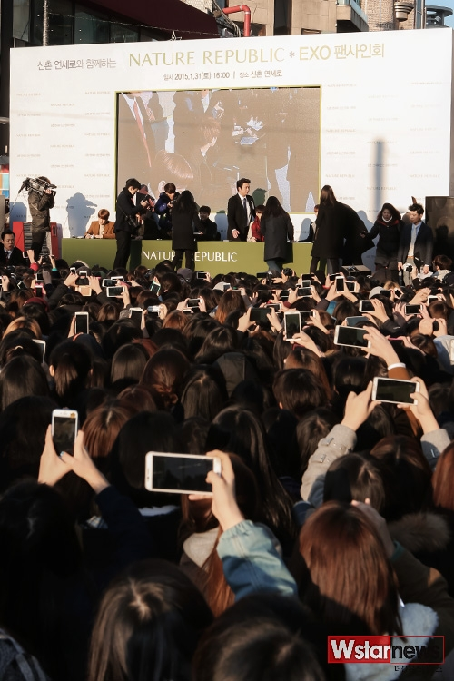 Quang cảnh buổi ký tặng tại Seoul