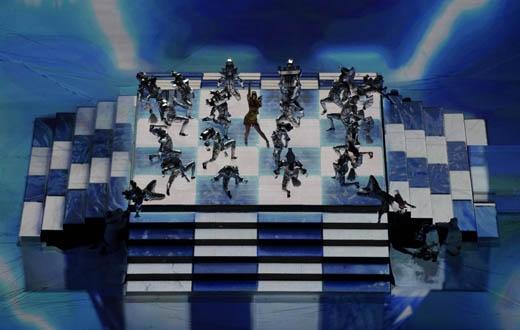 """Fan """"há hốc"""" khi Katy Perry """"cưỡi hổ"""", nhảy với """"cá mập"""" trên sân khấu cực hoành tráng"""