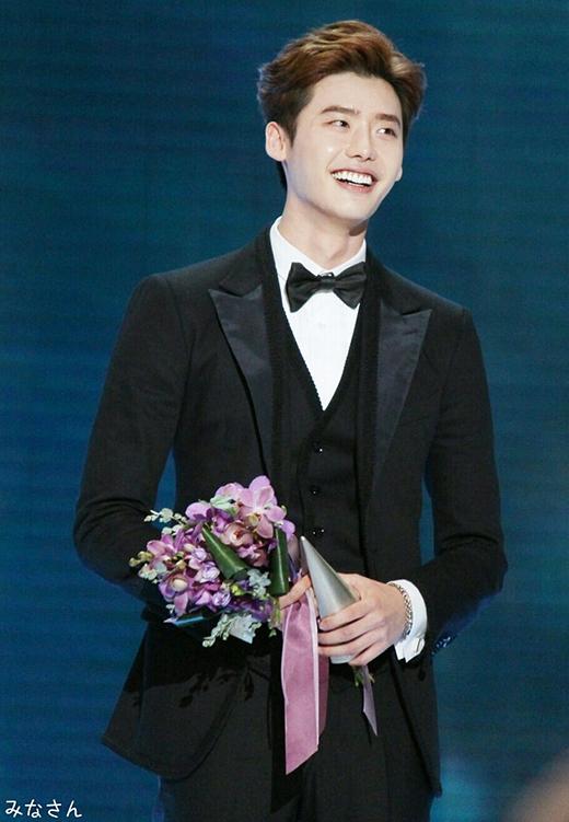 Lee Jong Suk diễn xuất quần quật không cần tiền