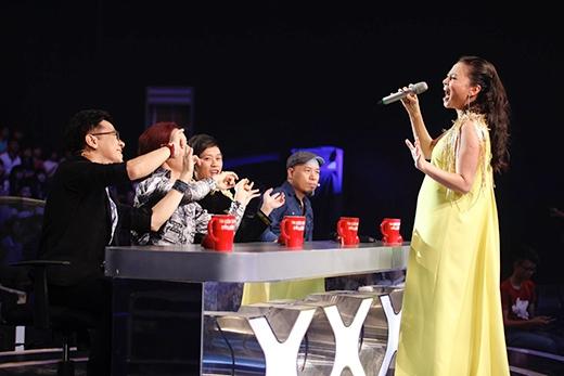 Nữ ca sĩ khiến ban giám khảo cũng như khán giả cuồng nhiệt. - Tin sao Viet - Tin tuc sao Viet - Scandal sao Viet - Tin tuc cua Sao - Tin cua Sao
