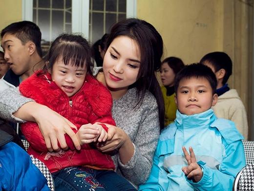 Hoa hậu Kỳ Duyên giản dị về quê hiến máu - Tin sao Viet - Tin tuc sao Viet - Scandal sao Viet - Tin tuc cua Sao - Tin cua Sao