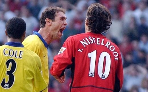"""""""Bộ sưu tập thẻ phạt"""" của cựu danh thủ Arsenal rất đáng nể: 6 thẻ đỏ và 56 thẻ vàng. Keown từng bị chỉ trích nặng nề vì """"chúc mừng"""" Ruud Van Nistelrooy khi tiền đạo của M.U sút hỏng quả penalty tại Old Trafford và cú đánh cùi chỏ vào mặt Eric Young (Crystal Palace) năm 1991."""
