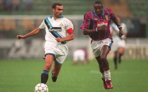 Fashanu xứng đáng bị xem là một trong những cầu thủ bạo lực nhất kỷ nguyên Premier League. Cựu cầu thủ Aston Villa từng làm nứt hộp sọ hậu vệ Gary Mabbutt của Tottenham trong một pha tranh chấp.