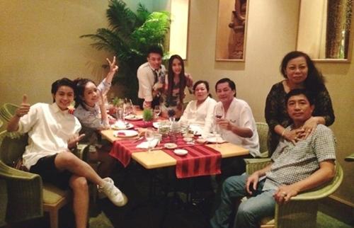 Cặp đôi rạng rỡ sau scandal.     Chi Pu thường xuyên được mời đi ăn với gia đình Gil Lê. - Tin sao Viet - Tin tuc sao Viet - Scandal sao Viet - Tin tuc cua Sao - Tin cua Sao