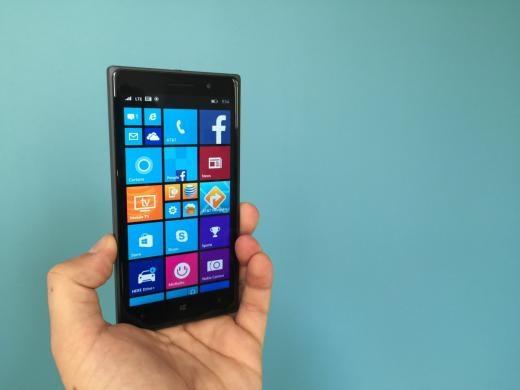 Là một trong những điện thoại mới nhất của Microsoft, Nokia Lumia 830 chạy hệ điều hành Windows 8 với màn hình 5 inch sắc nét.