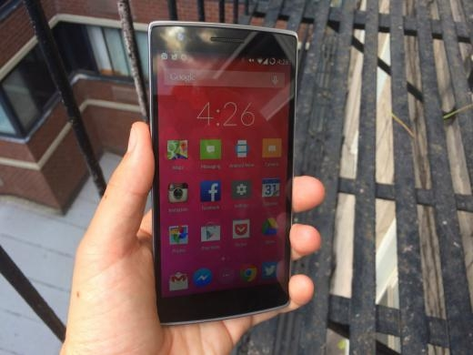 Với giá chỉ khoảng 6 triệu đồng, One Plus One có màn hình 5,5 inch hoàn toàn cạnh tranh được với dòng điện thoại cao cấp như iPhone 6 và Samsung Galaxy.