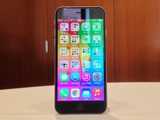 Trừ khi bạn thích dùng Android và Windows Phone, iPhone 6 luôn là lựa chọn hàng đầu, nhờ thiết kế hoàn hảo, phần cứng tốt và các ứng dụng kèm theo. Apple cuối cùng đã theo kịp các đối thủ bằng cách thêm màn hình lớn 4,7 inch cho iPhone 6.