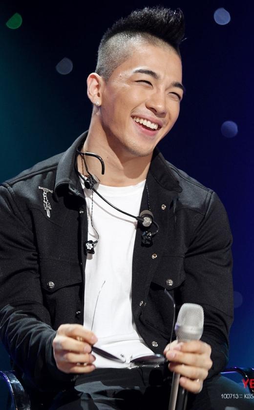 """Thần tượng sở hữu nụ cười có khả năng """"gây sát thương"""" nhất Kpop"""