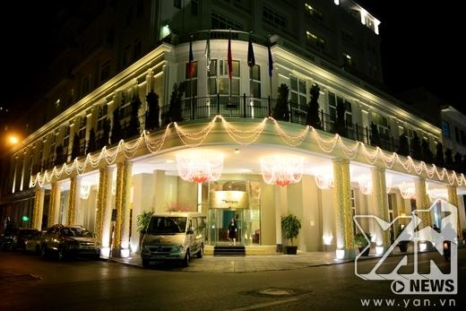 Khách sạn có view đắt giá nằm trên con đường Tràng Tiền được trang hoàng cực lung linh.