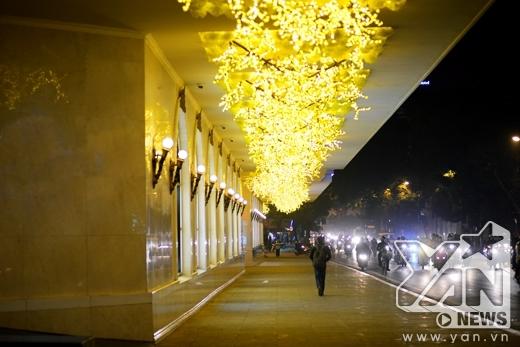 Với những trang trí màu sắc bắt mắt, nơi đây là một trong những địa điểm chụp ảnh cưới nổi tiếng Hà Nội trong vài năm trở lại đây.