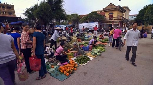 Khu chợ nhộn nhịp tỉnh Ninh Bình.
