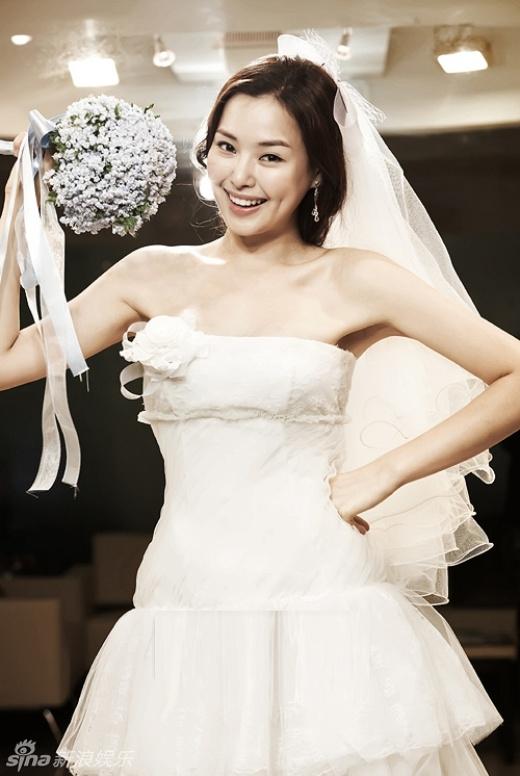 Hoa hậu Hàn Quốc Honey Lee luôn tự hào có nụ cười đẹp nhờ má lúm đồng tiền
