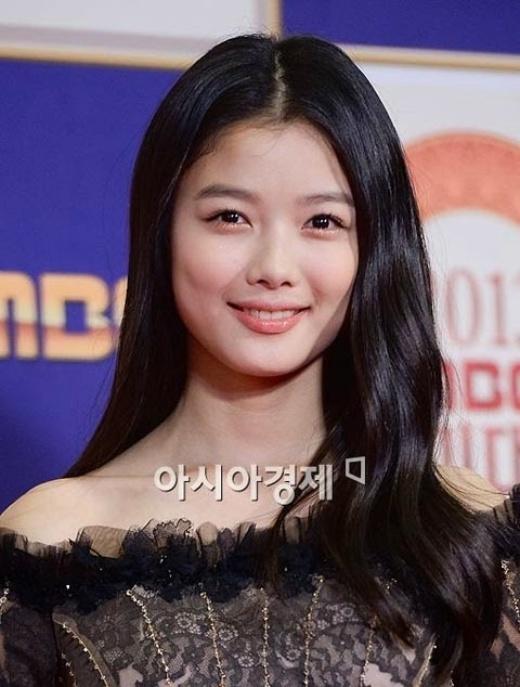 Sao nhí Kim Yoo Jung gây ấn tượng mạnh bởi má lúm đễ thương khi cười
