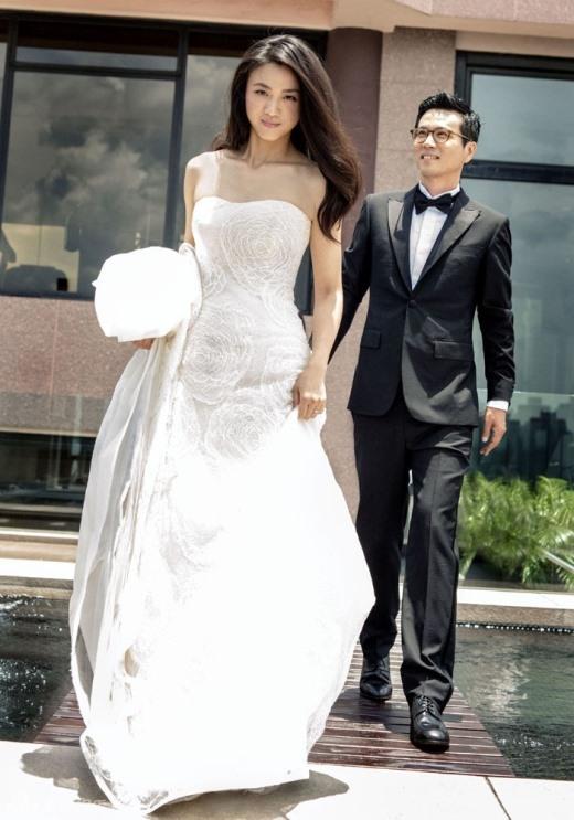 Thang Duy với vẻ đẹp phóng khoáng quen thuộc dù trong trang phục cưới