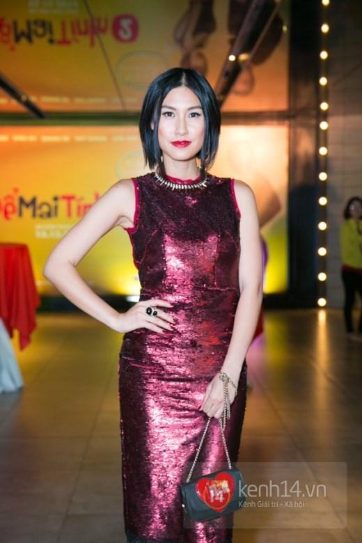 Kathy Uyên nổi bật với sắc đỏ sequin ánh kim cùng kiểu dáng biến tấu từ sườn xám