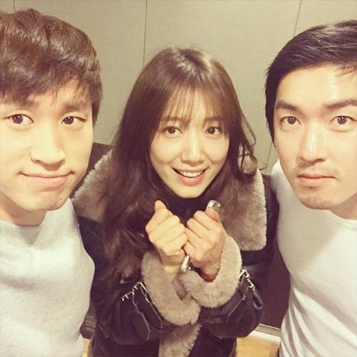 Tablo khoe hình gặp gỡ cùng Park Shin Hye và SALTNPEPER.