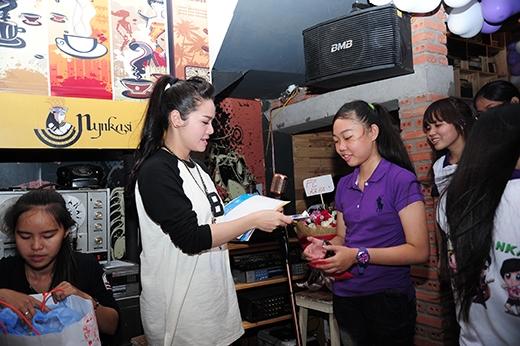 Nhật Kim Anh lì xì sớm mừng sinh nhật fanclub 15 tuổi - Tin sao Viet - Tin tuc sao Viet - Scandal sao Viet - Tin tuc cua Sao - Tin cua Sao