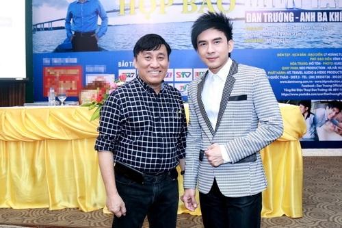 Đan Trường và ông bầu Hoàng Tuấn trong buổi họp báo giới thiệu 3 album và 1 DVD ký sự mới. - Tin sao Viet - Tin tuc sao Viet - Scandal sao Viet - Tin tuc cua Sao - Tin cua Sao