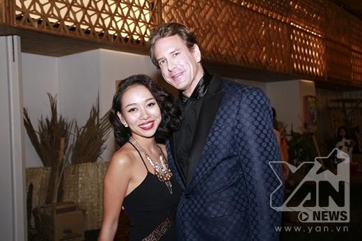 Thảo Trang khoe eo thon trong bộ áo dài lạ mắt - Tin sao Viet - Tin tuc sao Viet - Scandal sao Viet - Tin tuc cua Sao - Tin cua Sao