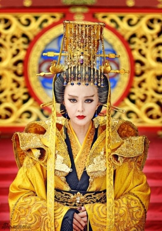 Đôi tay nõn nã cho thấy sạn của bộ phim bởi khi lên ngôi Võ Tắc Thiên đã 66 tuổi