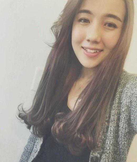 Hình ảnh Mie Nguyễn lạ lẫm một cách khó hiểu. Nguyên nhân được nhiều bạn hâm mộ cho rằng do cô nàng đã canh góc chụp không ổn, khiến gương mặt như trông dài ra.