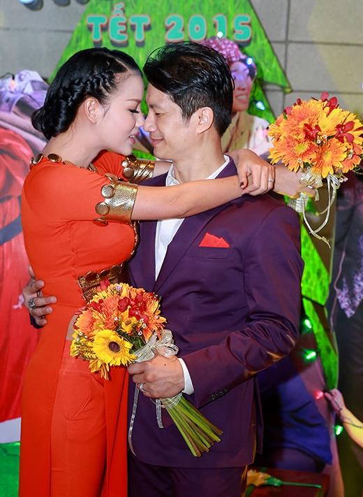 Cặp đôi âu yếm nhau trước ống kính máy ảnh. - Tin sao Viet - Tin tuc sao Viet - Scandal sao Viet - Tin tuc cua Sao - Tin cua Sao