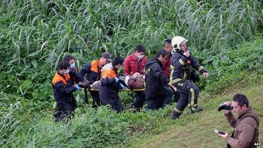 Máy bay Đài Loan chở hơn 50 người... lao thẳng xuống nước