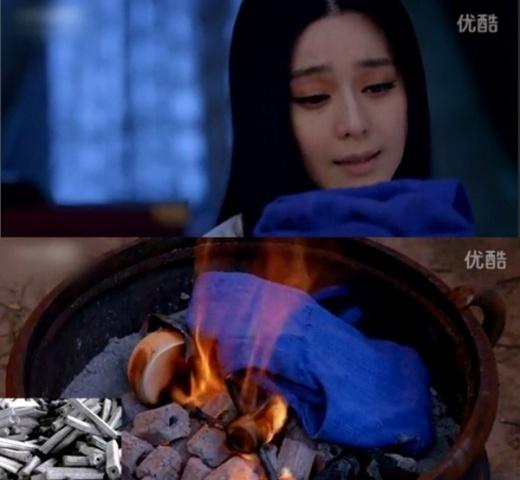 Trong phim có hai phân cảnh cũng gây ức chế với người xem đó là cảnh Võ Mị Nương đốt kỷ vật của con gái đầu lòng. Chỉ có điều, thay vì dùng củi, Võ Thị lại dùng than, một vật chưa xuất hiện thời Đường.