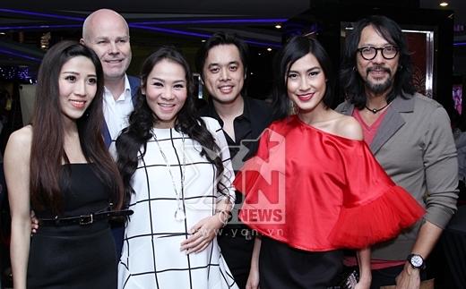 Vợ chồng Thu Minh chụp ảnh lưu niệm cùng với Trang Pháp, Dương Khắc Linh, Kathy Uyên - Tin sao Viet - Tin tuc sao Viet - Scandal sao Viet - Tin tuc cua Sao - Tin cua Sao
