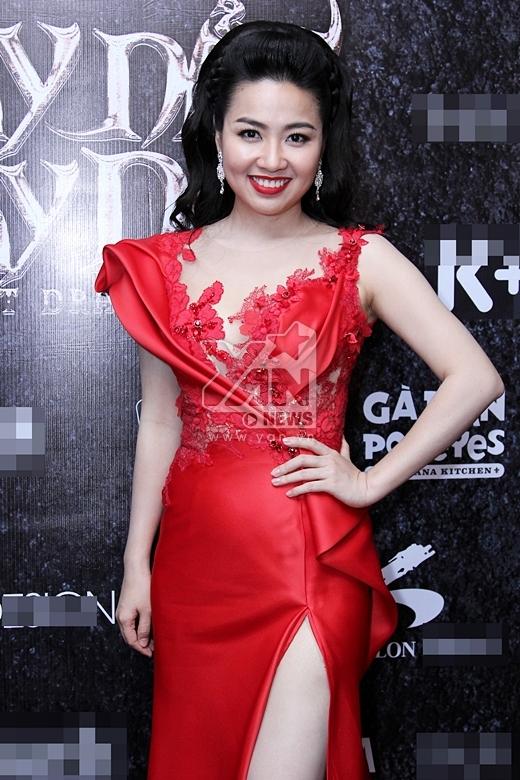 Lê Khánh nổi bật với chiếc đầm đỏ - Tin sao Viet - Tin tuc sao Viet - Scandal sao Viet - Tin tuc cua Sao - Tin cua Sao
