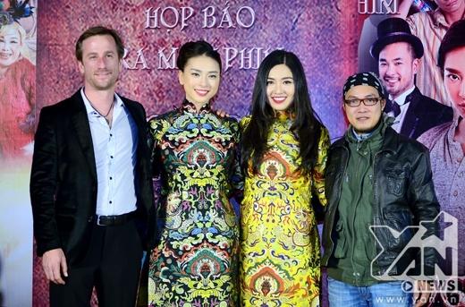 Hai diễn viên Ngô Thanh Vân và Lê Khánh nổi bật với tà áo dài cách tân. - Tin sao Viet - Tin tuc sao Viet - Scandal sao Viet - Tin tuc cua Sao - Tin cua Sao