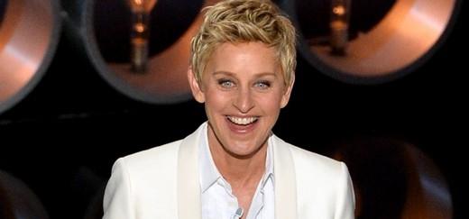 Bắt gặp Justin Bieber thân mật với Ellen DeGeneres trong... phòng tắm