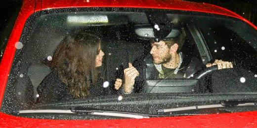 Những hình ảnh hẹn hò dưới mưa mới nhất của cả hai