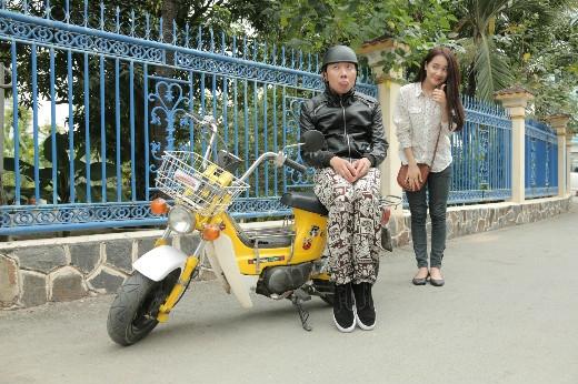 """Ngậm ngùi bán đi chiếc xe 67 vì tình yêu, Nam cũng đã tìm được một chiếc xe Chaly giá bình dân mà theo anh nhận xét thì hoàn toàn phù hợp với """"phong cách và đẳng cấp"""" của mình - Tin sao Viet - Tin tuc sao Viet - Scandal sao Viet - Tin tuc cua Sao - Tin cua Sao"""