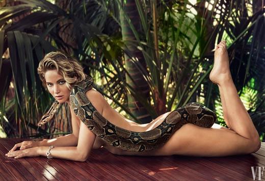 Jennifer Lawrence dùng trăn để khoe cơ thể nóng bỏng