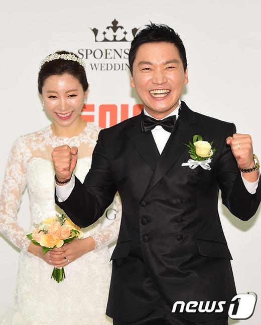 Nam diễn viên Jo Jae Yoon và vợ.