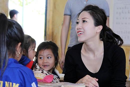 Trang Pháp, Dương Khắc Linh lên núi trao tặng quà Tết - Tin sao Viet - Tin tuc sao Viet - Scandal sao Viet - Tin tuc cua Sao - Tin cua Sao