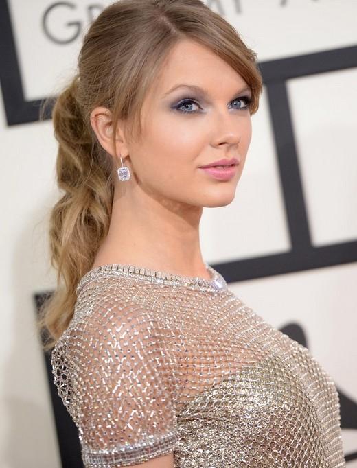 Tiết lộ bạn đồng hành của Taylor Swift tại Lễ trao giải Grammy 2015