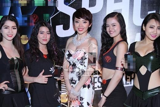 Cũng trong ngày hôm qua, Tóc Tiên đã có một buổi giới thiệu và ra mắt MV Ngày mai - sản phẩm âm nhạc mới nhất của cô. - Tin sao Viet - Tin tuc sao Viet - Scandal sao Viet - Tin tuc cua Sao - Tin cua Sao