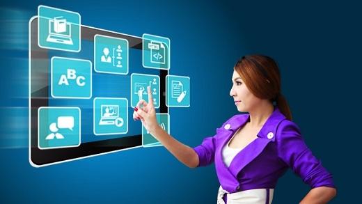 Giáo viên dùng trường học ảo để cung cấp thông tin về môn học.