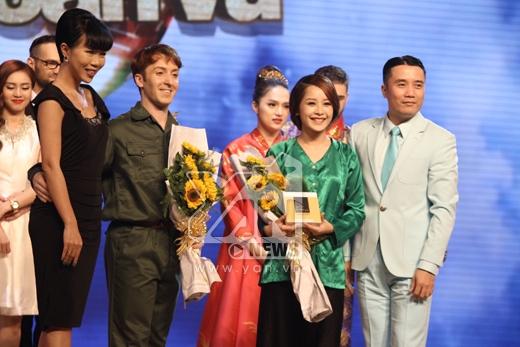 Chi Pu và Geogri được đông đảo khán giả yêu thích, giành giải 'Cặp đôi xuất sắc nhất trong đêm'. - Tin sao Viet - Tin tuc sao Viet - Scandal sao Viet - Tin tuc cua Sao - Tin cua Sao